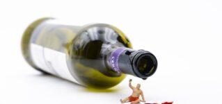 Miniatura con vino