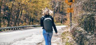 Caminar por la carretera