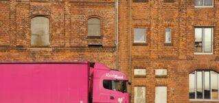 Un camión rosa