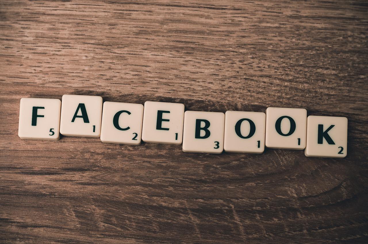 """スペイン語の """"facebook"""" 用語"""