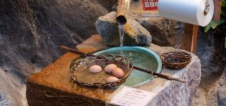Huevos cocidos en aguas termales