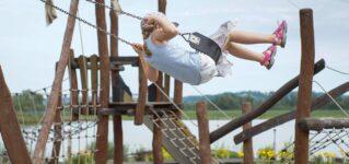 ブランコ、滑り台…公園の遊具をスペイン語で言うと?