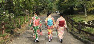Una estudiante con kimono