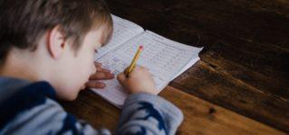 スペインの学校は宿題を出しすぎている?