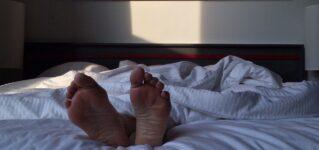 「眠る」に関する表現:dormirとdormirseはどう違う?