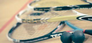 Jugar al squash